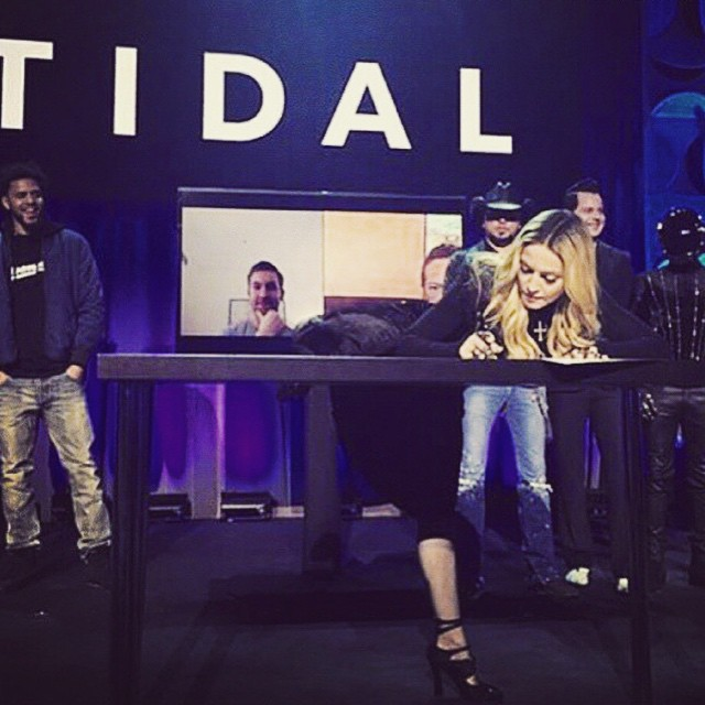 One wAy to sign a document.........TIDAL=ArtistS first! ❤️#rebelheart